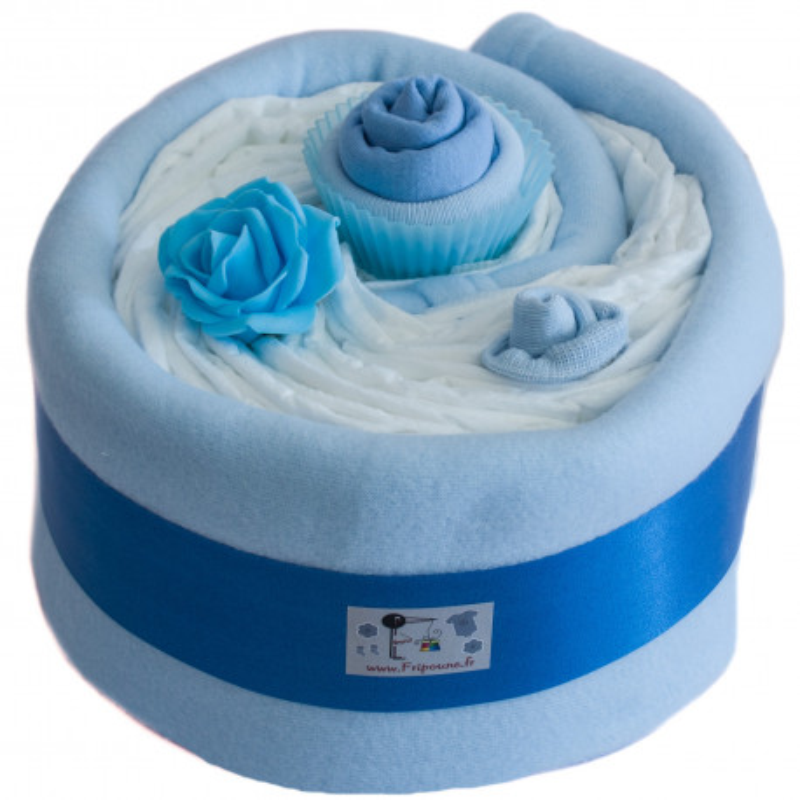 Gâteau de couches et couverture bleu