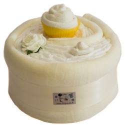 Gâteau de couches et couverture blanc