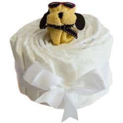 Gâteau de couches et son chien : blanc